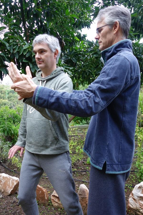 qigong-mains-nuages-Paul Cavel et Xavier