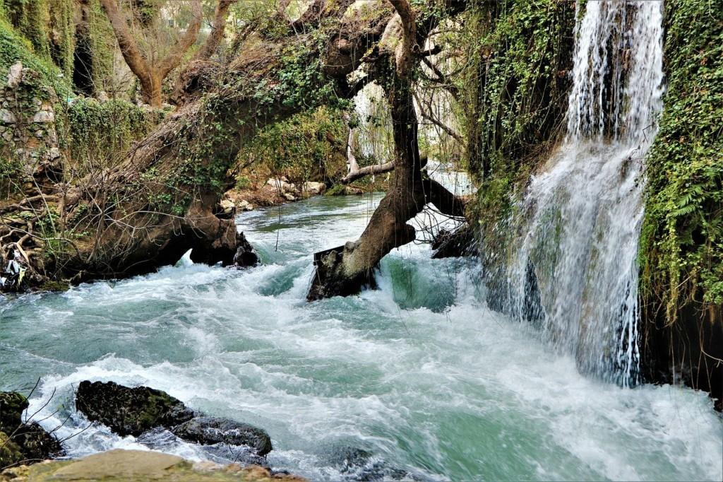 cascade et rivière